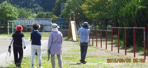 いかにも小学校跡。鉄棒、滑り台が懐かしい