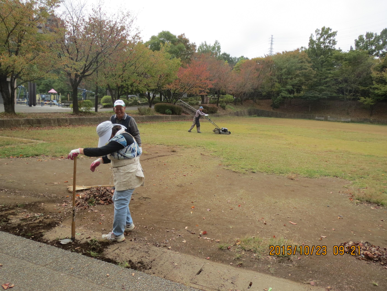 上柚木公園多目的広場の草刈りを行いました