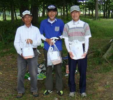 右から、ベスグロ&優勝:野口勲さん、準優勝:高見沢兵庫さん、3位:照屋知恭さん