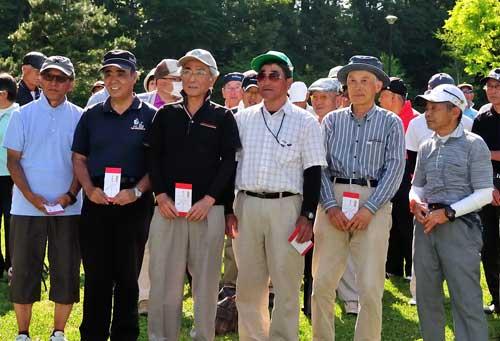 男子Cクラス左から三人目3位:吉田勝次さん、四人目4位:笠原久男さん