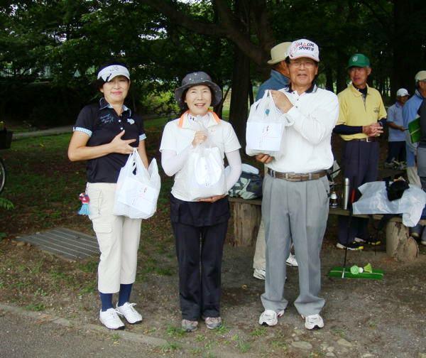 左から片山幸代さん、野口哲子さん、横田勝美さん
