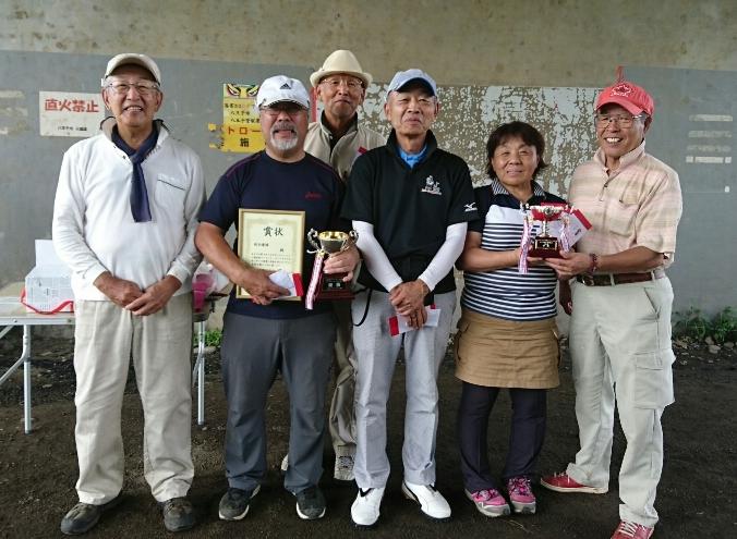 上柚木支部の優勝に貢献した皆さんとベスグロの松山さん