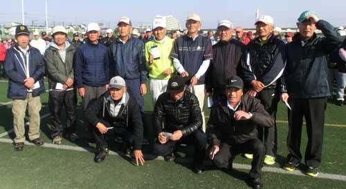 (男子Aクラス)前列左から、優勝:五十嵐忠さん、後列左から4人目7位:小泉晋、6番目9i位松山紀夫さん、後列右12位:野口勲さん