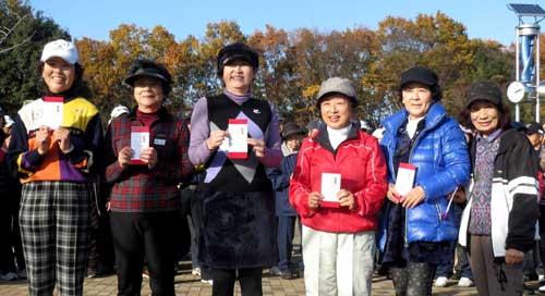 女子の部入賞者:中央 3位:片山幸代さん
